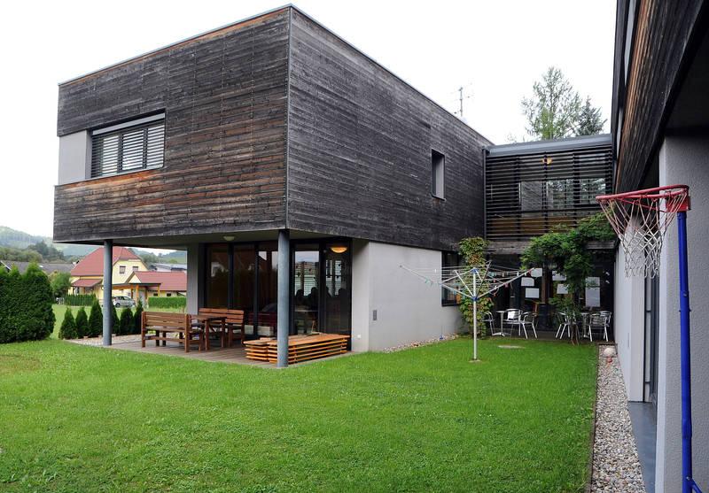 autark wohnhaus br ckl. Black Bedroom Furniture Sets. Home Design Ideas